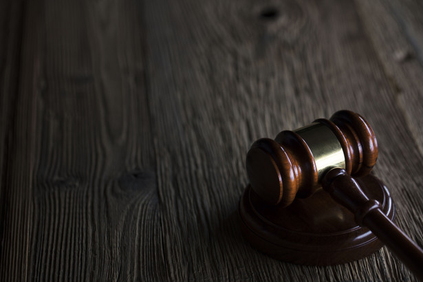 Możliwość wszczęcia procedury administracyjnej w celu zmiany, uchylenia, stwierdzenia nieważności aktu lub wznowienia czynności w sprawie kontrolowanego przez sąd rozstrzygnięcia ma bowiem na celu uchronienie strony przed utratą jej praw, np. na skutek przedawnienia.