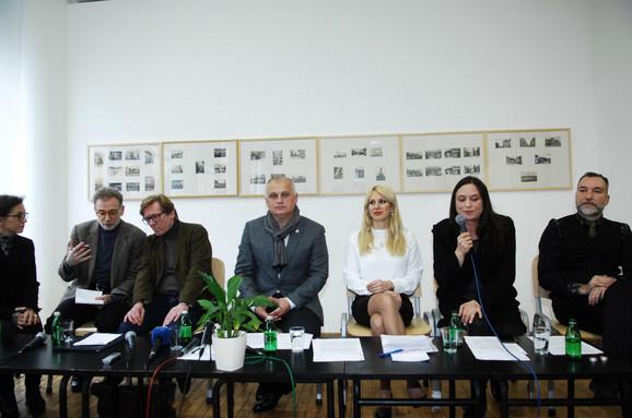Goran Vesić i Ivona Jevtić pred novinarima