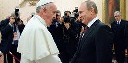 Putin na spotkaniu z papieżem pocałował...