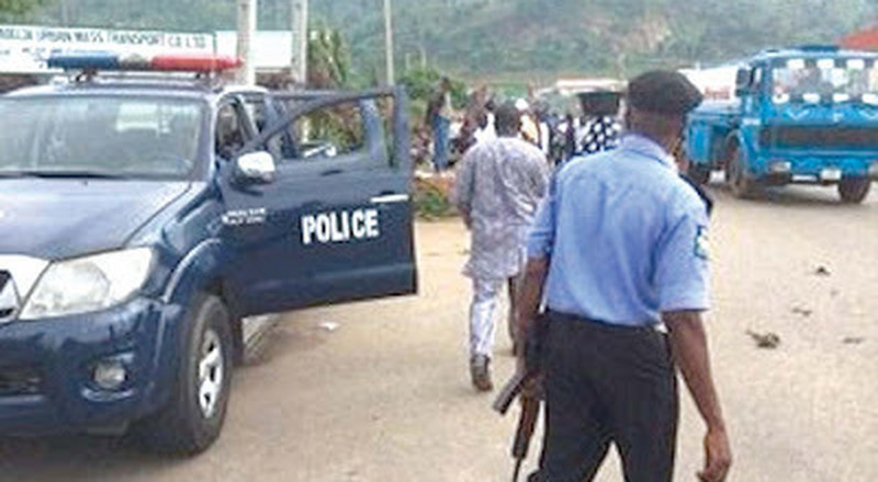 Policemen beaten up for trying to rescue robber from mob