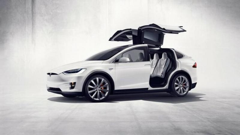 Niższe ceny Tesli Model X