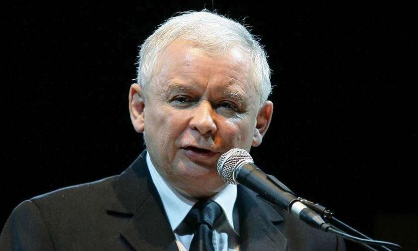 """Jarosław Kaczyński spędził kilka godzin w toruńskiej siedzibie Radia Maryja. Udzielił tej stacji obszernego wywiadu. Powiedział m.in. że reforma ubezpieczeń rolniczych może spowodować na polskiej wsi głód """"w autentycznym znaczeniu tego słowa"""""""