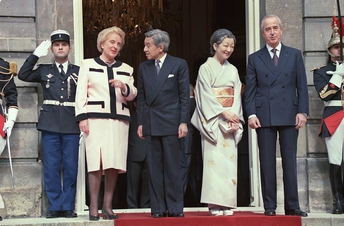 Carica i car sa nekadašnjim premijerom Francuske Eduardom Baladurom i njegovom suprpugom Meri Džozef 1994. u Parizu