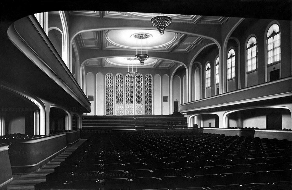 Zniszczony w czasie wojny Wrocławski Dom Koncertowy zdumiewał natchnioną harmonią kompozycji największej w mieście sali koncertowej