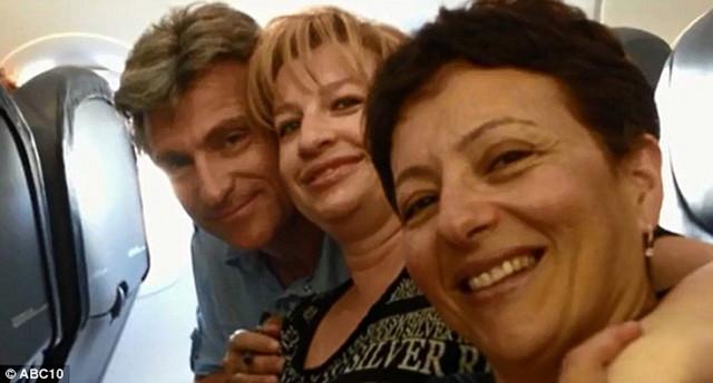 Deo izbačenih putnika: Sana Bitman i njen suprug Dimitri (levo)