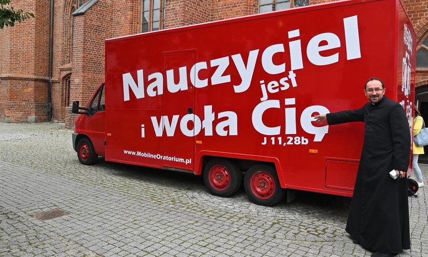 Koszalin. Food truck przerobiony na mobilny kościół .