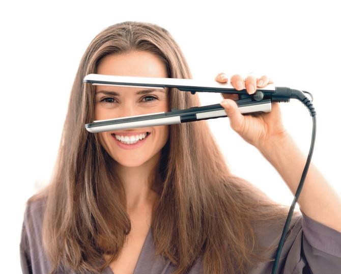 Presa zaista uništava kosu, ali to nije jedni način na koji joj nanosimo štetu