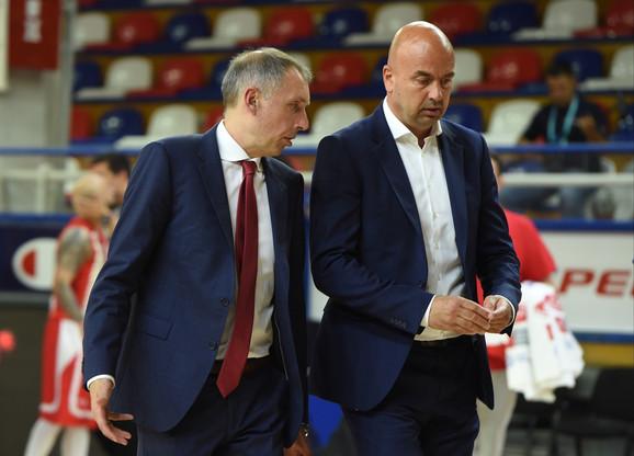 Milan Tomić, trener Crvene zvezde u razgovoru sa tim menadžerom Nebojšom Ilićem