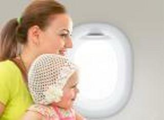 Poradnik pasażera: jak wygląda podróż dziecka samolotem
