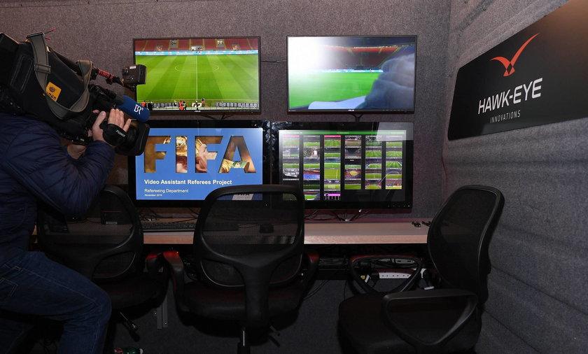 FIFA testowała powtórki wideo