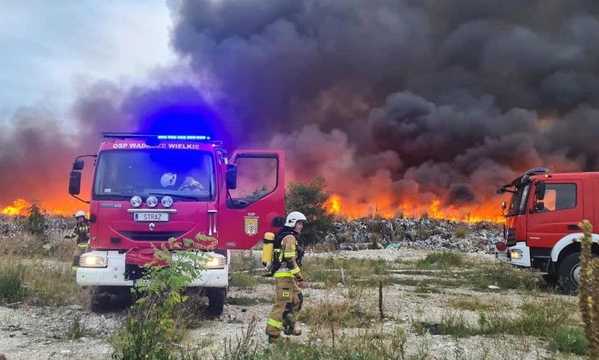 Sobolew. Pożar składowiska nielegalnych odpadów.