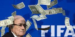 Skandal na konferencji! Blatter obsypany pieniędzmi