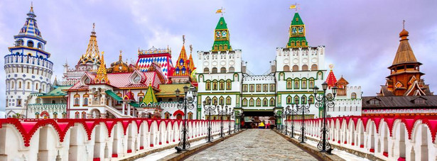 15. miejsce - Moskwa. Stolicę Rosji można pokochać, albo znienawidzić. Ale na pewno warto ją zobaczyć. Chociaż na pierwszy rzut oka Moskwa wydaje się być drogim miejscem dla turystów, to dobrze planując swoją podróż można zamknąć dzienny budżet w kwocie 49 USD.