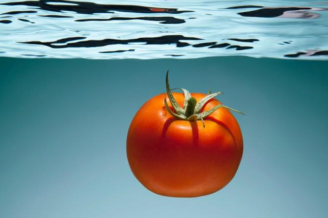 Smrdibuba voli paradajz