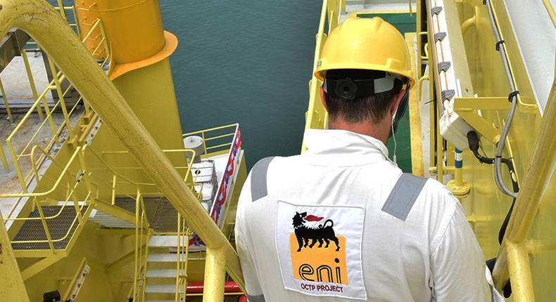 Eni worker on oil field (Eni)