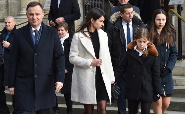Rano, przed ósmą prezydent Duda i Marta Kaczyńska modlili się przy krzyżu św. Jadwigi w Katedrze Wawelskiej.