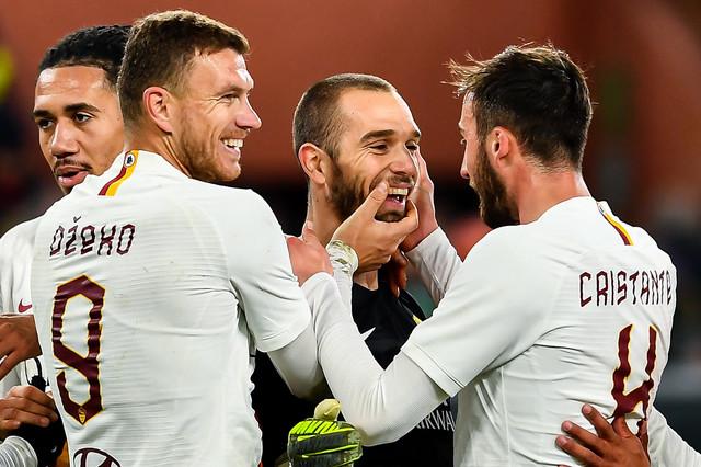 Fudbaleri Rome proslavljaju gol