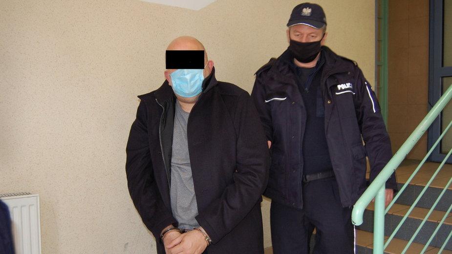 Policjanci zatrzymali oszusta, który okradał kobiety
