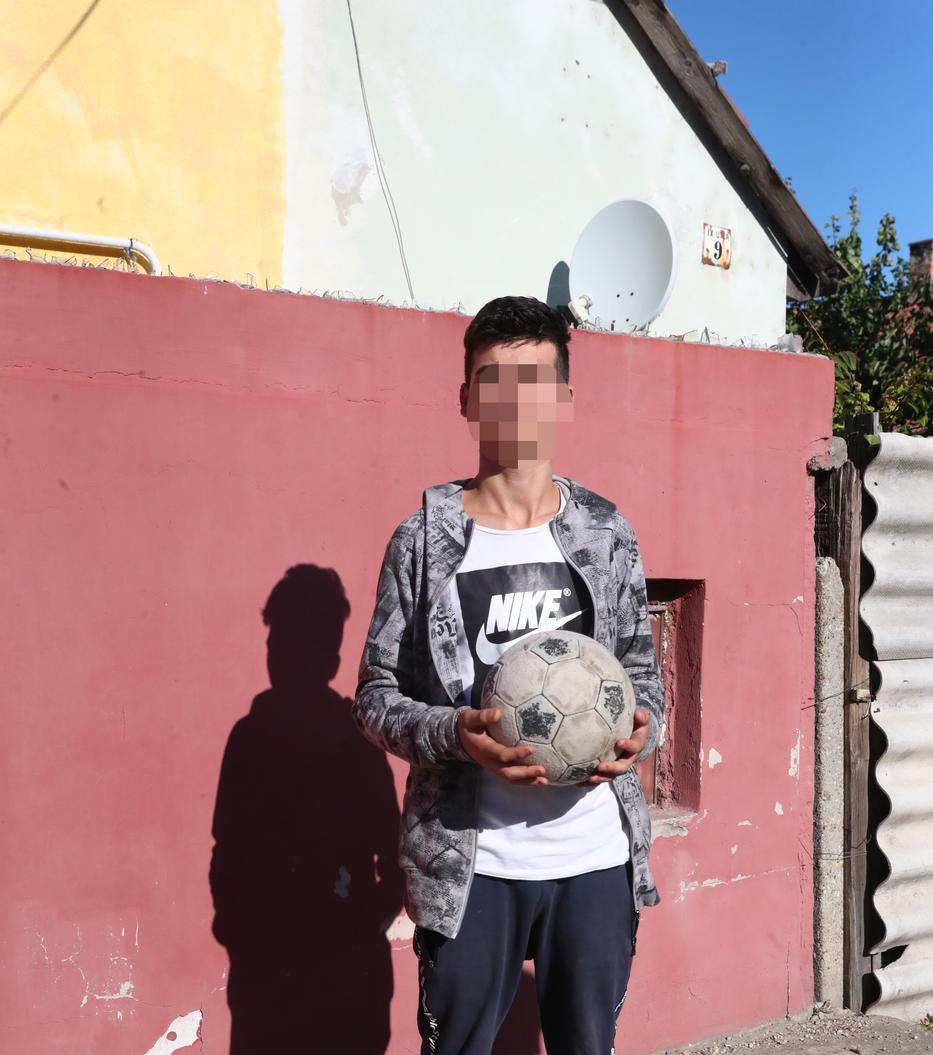 Zsolt szerint az öccse folyton megszökik az intézetből. / Fotó: Pozsonyi Zita