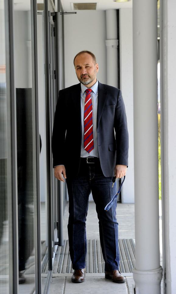 Ministar Stefanović kaže da će se ispitati tvrdnje da je Janković 1993. nelegalno imao pištolj, što je ombudsman demantovao