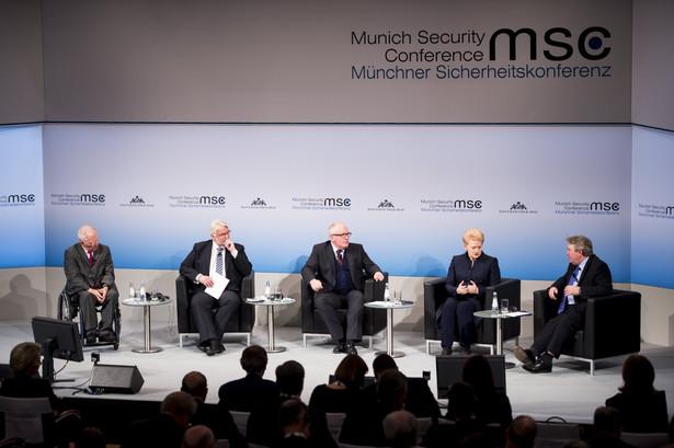 Stało się to przy okazji ostrej wymiany zdań z ministrem spraw zagranicznych Witoldem Waszczykowskim podczas piątkowej konferencji bezpieczeństwa w Monachium.