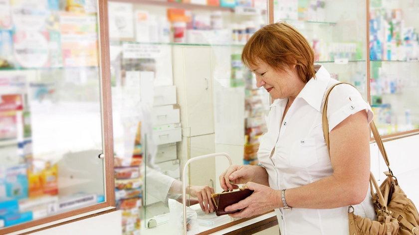 Absurd! Lek z refundacją droższy niż bez!