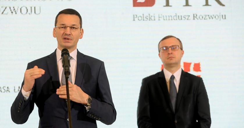 Wiodąca rola, jaką w grupie instytucji rozwojowych odgrywa Paweł Borys (na drugim planie) i PFR to m.in. skutek poparcia ze strony Mateusza Morawieckiego