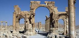Państwo Islamskie niszczy bezcenne zabytki. Wysadzili łuk triumfalny