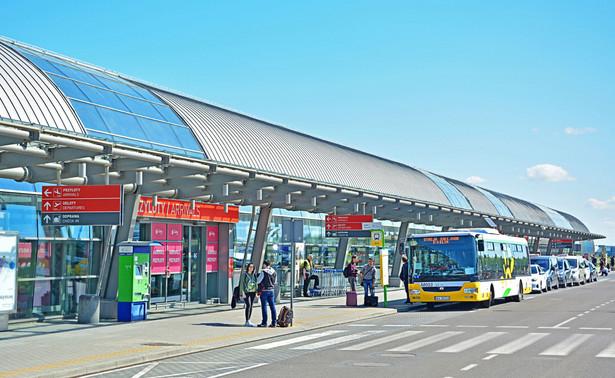 Mazowiecki Port Lotniczy Warszawa/Modlin istnieje od 2012 roku. W listopadzie 2018 port odprawił 14-milionowego pasażera. Lotnisko obsługuje regularne rejsy irlandzkiego Ryanaira na ponad 50 kierunkach.