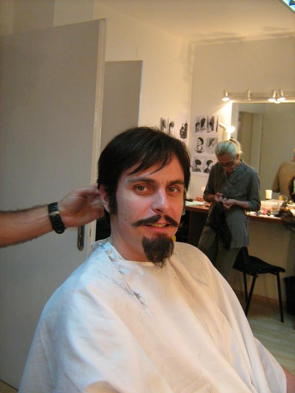 Vuk Kostić u šminkernici