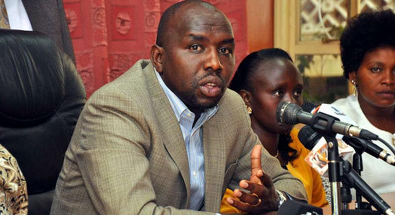 File image of Senate Majority leader Kipchumba Murkomen addressing the press from Parliament buildings