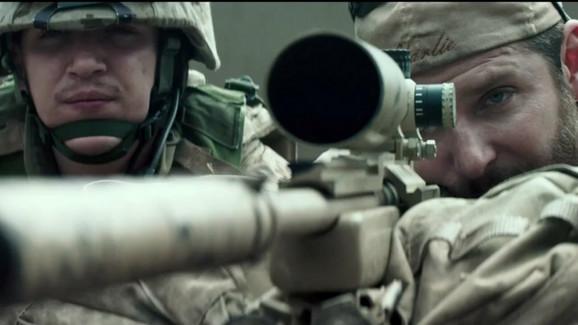 Bredli Kuper kao snajperista Kris Kajl