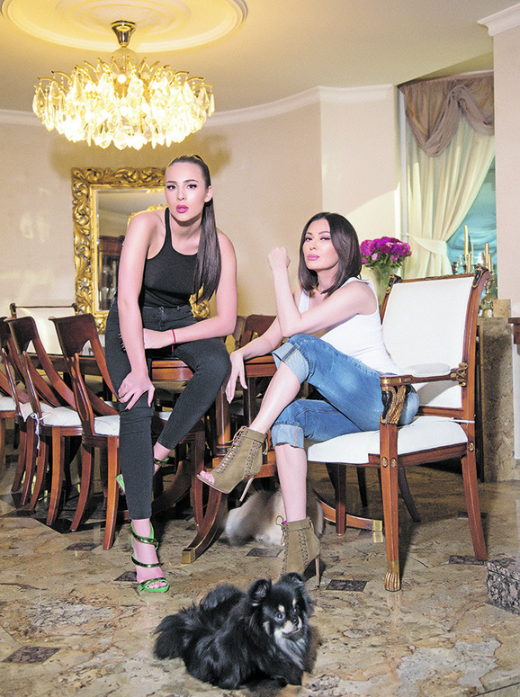 Ceca i Anastasija u domu