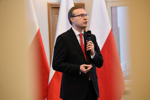Paweł Borys poinformował też, że wszystkie rozwiązania niezbędne dla przedsiębiorców, którzy będą chcieli skorzystać z pomocy, będą dostępne na stronie internetowej PFR