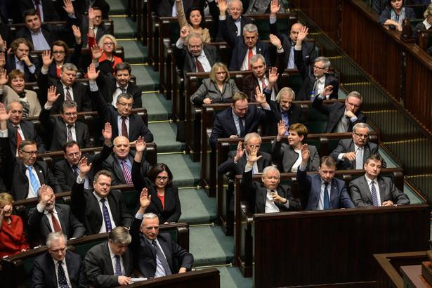 Sejm odrzucił w głosowaniu osiem poprawek zgłoszonych do nowelizacji przez PiS