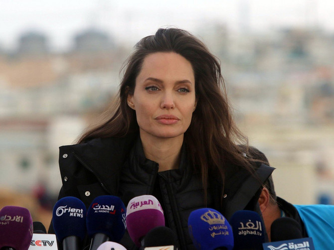 Anđelina prešla U PLAVUŠE?! Najlepša žena sveta DRASTIČNO promenila frizuru i fanovi su ODLEPILI