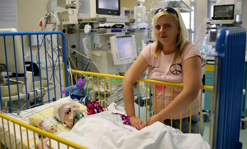 Nikoś z mamą w szpitalu