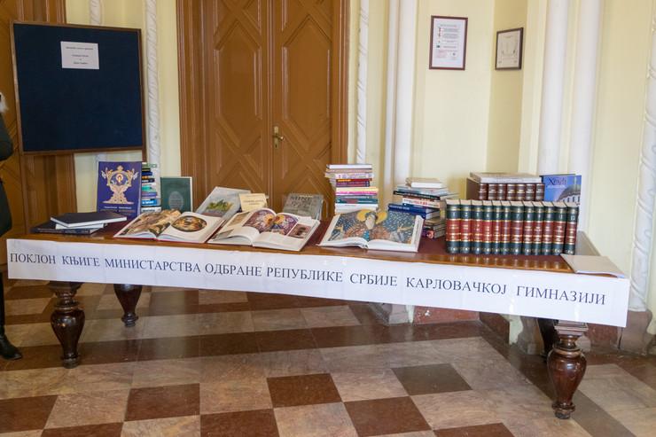 Poklon knjige Ministarstva odbrane Karlovačkoj gimnaziji