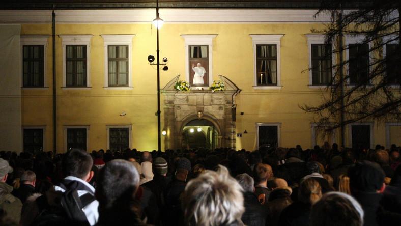 Okno papieskie przy Franciszkańskiej 3