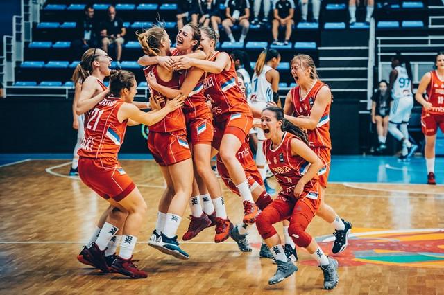 Ženska juniorska košarkaška reprezentacija Srbije slavi ulazak u finale
