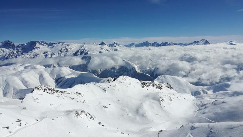 Cztery powody, dla których warto rozpocząć narciarską przygodę we Francji