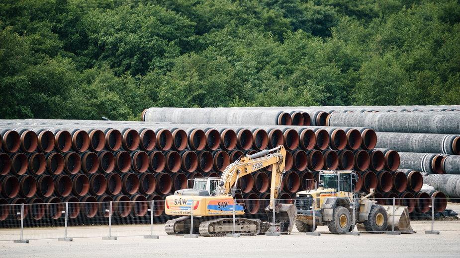 Rury do budowy gazociągu Nord Stream 2. Niemiecki port w Sassnitz