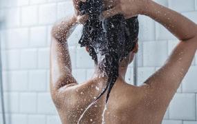 kanos lányok zuhany alatt