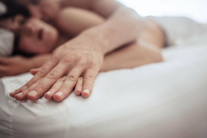 Kondom je obavezan tokom analnog seksa, čak i ako ste u monogamnoj vezi
