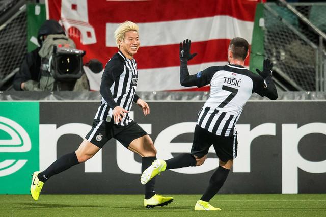 Asano i Tošić slave 0:1 na meču AZ Alkmar - Partizan