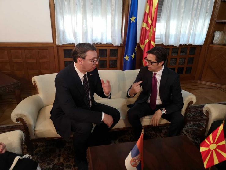 Aleksandar vučić i makednosnski predsednik Stevo Pendarovski