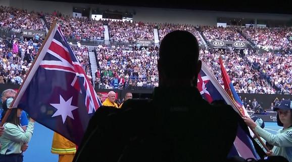 Novak Đoković izlazi na teren Rod Lejver arene