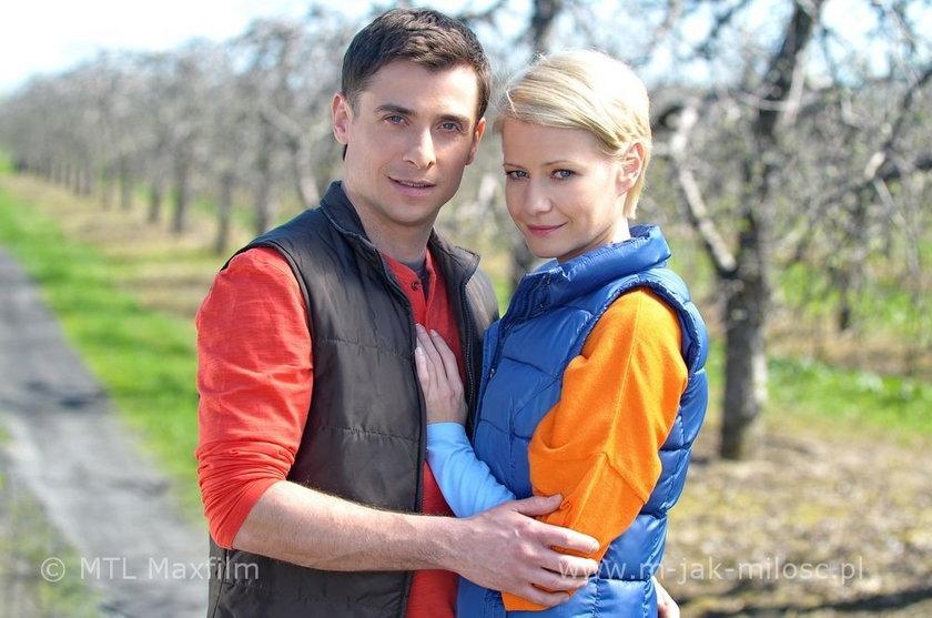 """Kacper Kuszewski i Małgorzata Kożuchowska na planie serialu """"M jak Miłość"""""""