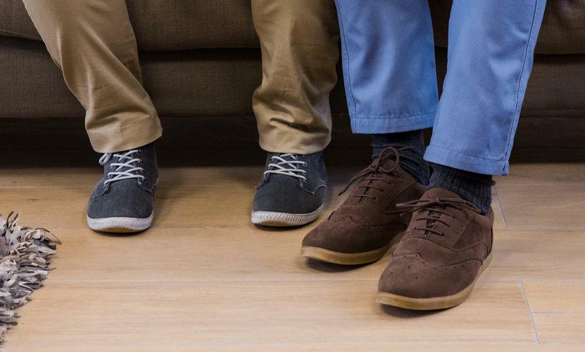 Chodząc po domu w butach roznosisz groźne bakterie