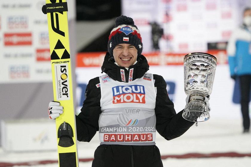 Wygrał Turniej Czterech Skoczni, później dołożył triumf w Titisee-Neustadt i... coś się zacięło, bo drugiego dnia w Niemczech, a później w Zakopanem i Lahti skakał przeciętnie.